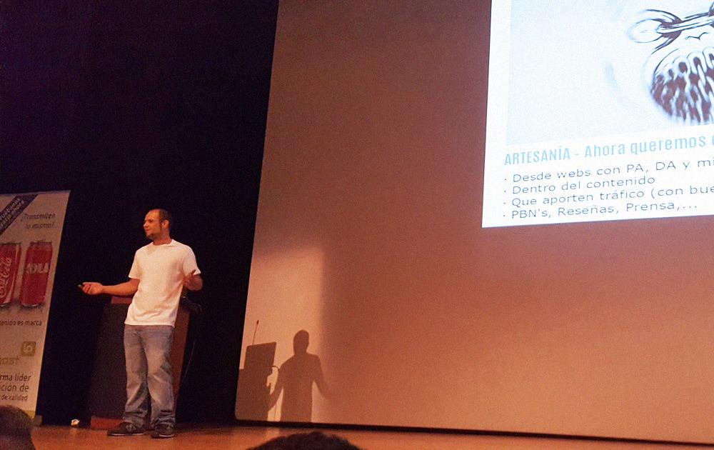 Marc Cruells dando una conferencia en SEOPLUS 2016